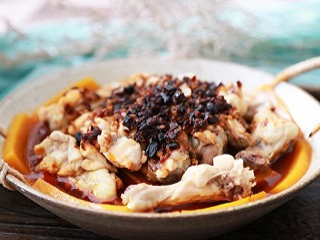 青葱食味的蒸一蒸10分钟就搞定,简单快速,好吃又解馋!