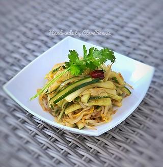 ClaraBonnie的炝黄瓜绿豆芽—快手菜、健康素食