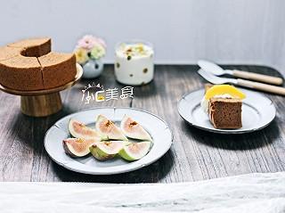 小C美食记的我的早餐日记~可可戚风配奶油黄桃,无花果,酸奶麦片