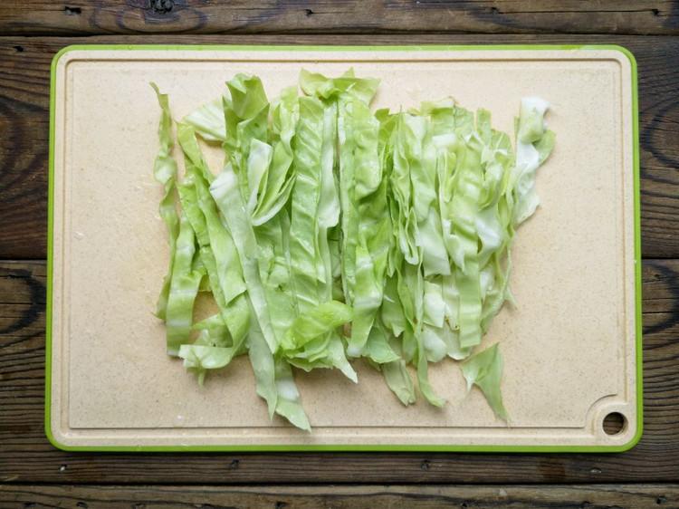 简单方便的家常快手菜——粉丝包菜图3