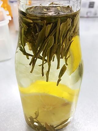 杨林厨艺的听说柠檬茶减肥🍋……