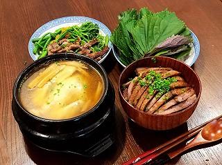 阿罗al的美味的牛排盖饭和砂锅煲仔鸡