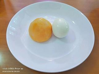 DQ811024的早餐:窝窝头+鸡蛋+牛奶