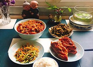 悦宝宝妈咪的晚餐时间:熏鸡架!