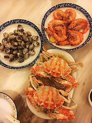 爱吃的胖小妞儿的海鲜大餐,一两百块钱就可以搞定