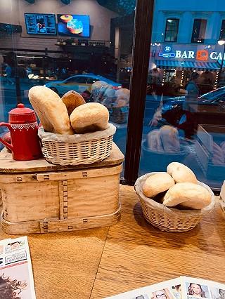 谱食物语的Paul-法国百年面包店