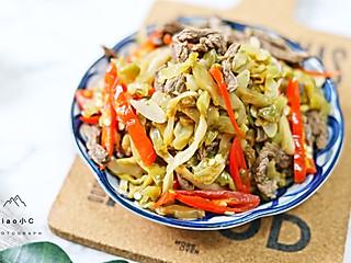 小C美食记的榨菜炒牛肉简单好做又好吃!