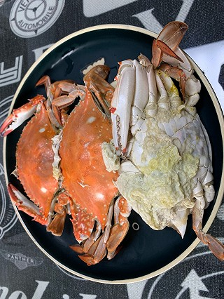 贵公子私房菜的<topic id='273'>秀晚餐</topic>到家第一时间开蒸。禁鱼期能吃到这般的🦀️很赞了。满足