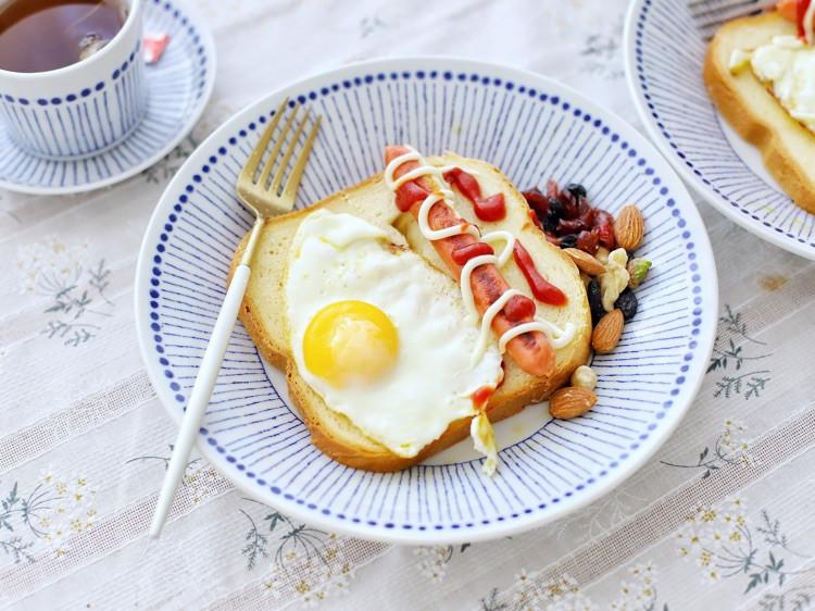 适合情侣の快手早餐,第七款面包拼盘+早餐红茶图2