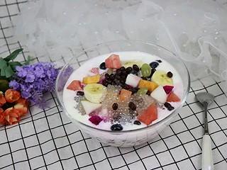 聪聪食光的这个西米水果捞比甜品店卖的都好吃,一口吃吃一大碗停不下来