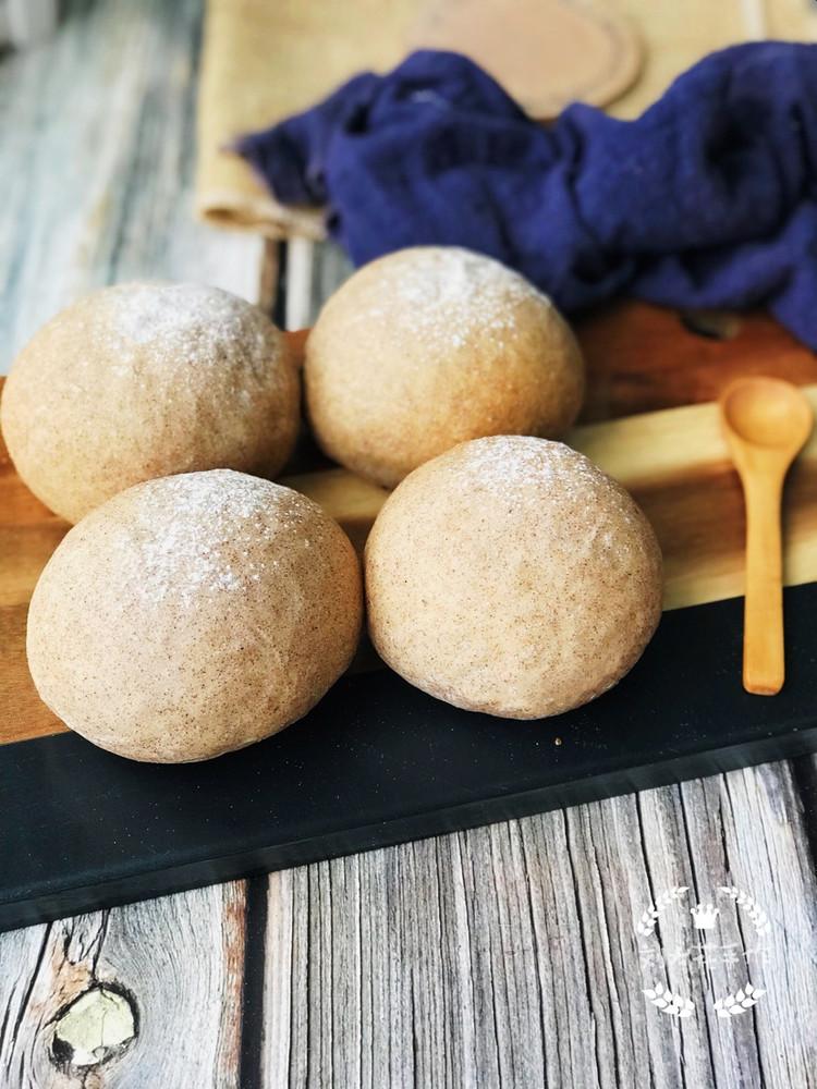 低油低糖的配方加上使用了褐麦粉代替高筋粉的确让这款面包健康不少图1