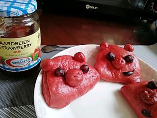 「  Luki__靖 」的早餐弄了个猪仔包,不要给它的外表吓倒哦,明明这么可爱😀😀
