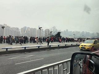 文龙妈的重庆网红景点:李子坝轻轨站