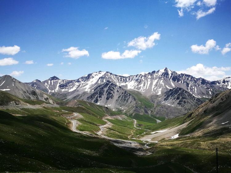 7月,在新疆的美景里穿行。图2