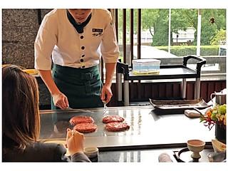 阿贵phoebe的满足感100分的牛肉大汉堡!