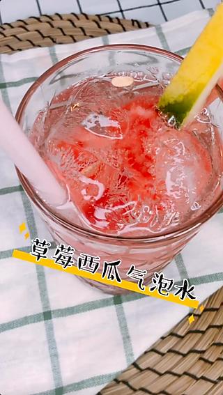 演员李泽玉的#美食vlogger#  #美食艺术家# 草莓西瓜气泡水