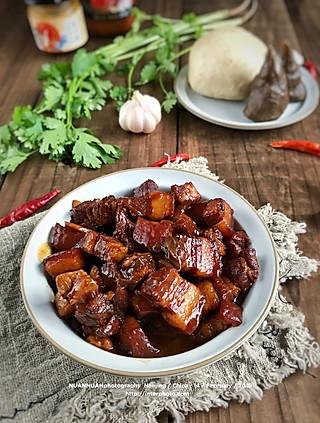 暖暖食光的嗨,吃晚饭没[调皮] 红烧肉,醋溜白菜(没入镜),全麦馒头,红薯面窝头