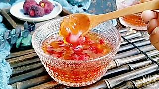 蓝洛凌的养颜美味的杨梅玉液羹