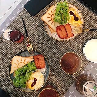 糖小主妈咪的吐司+鸡蛋+生菜+火腿