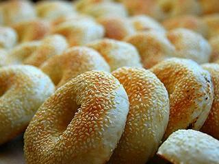肉肉烧的那些流传于福州的市井小吃😜酥脆的饼皮混着喷香的内馅,满口的香,胃口小的我最多的时候一下吃了3个~
