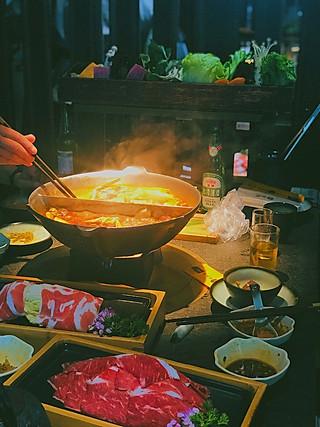 妍维妮私房菜的喜欢凑凑的麻辣锅