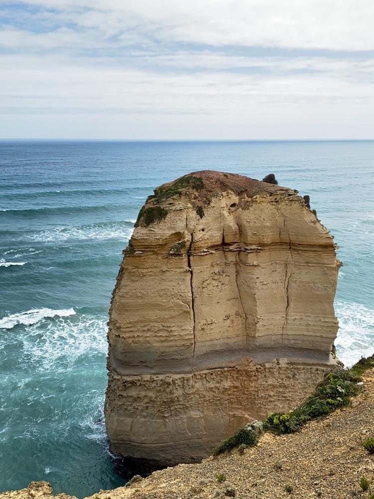 十二使徒岩就是大自然鬼斧神工的杰作。图6