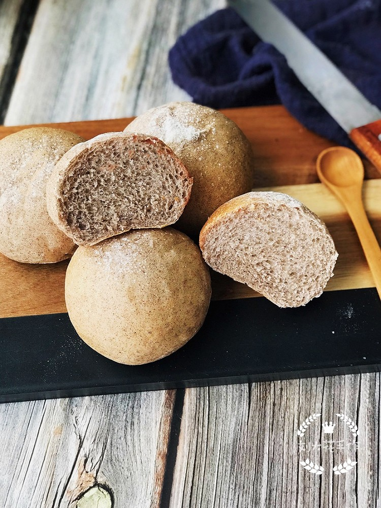 低油低糖的配方加上使用了褐麦粉代替高筋粉的确让这款面包健康不少图2