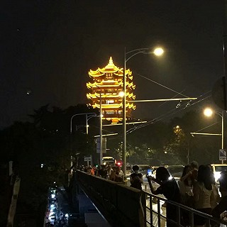 夜游武汉长江大桥,两岸的夜景🌃超美腻👍👍