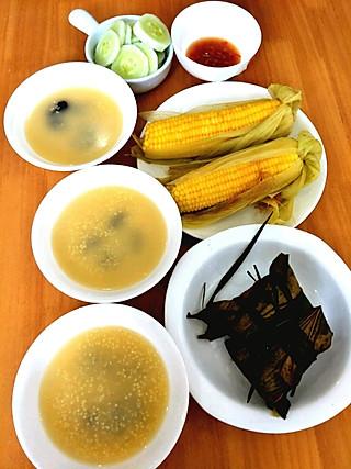 简餐也知足的板栗肉粽、豆沙粽子、土玉米、小米粥、菜
