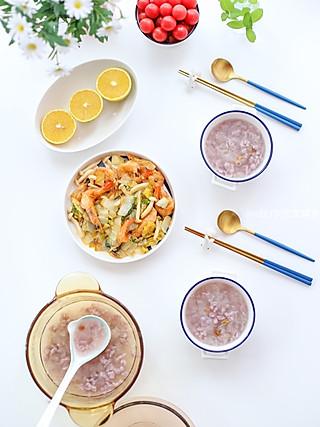 z是晨熙的妈妈的🌸早餐:银耳紫薯面鱼+大虾清炒蘑菇白菜🦐🍄🥬+小番茄