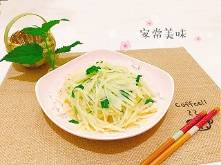 Liliumlys的清爽藿香土豆丝