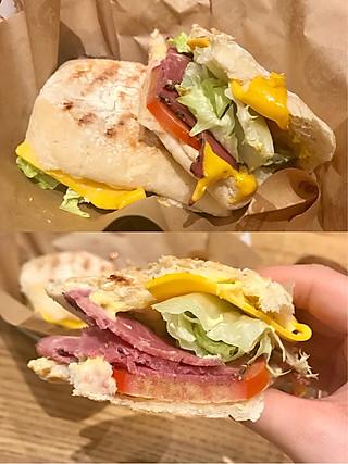 桃小逃的「肯德基网红店」帮你们试吃了最好吃的帕尼尼和9分熟沙拉~