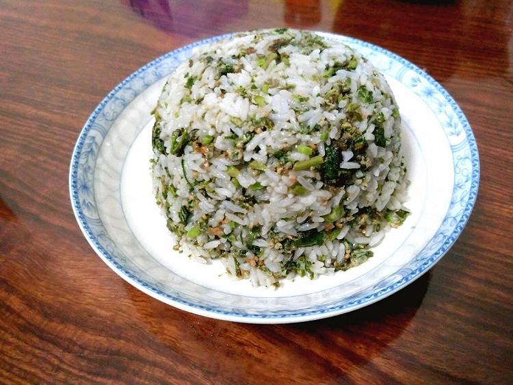 今日晚餐,香椿芽鸡蛋炒饭,卷心菜炒腐竹,小米山药粥图1