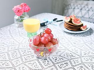 小C美食记的我的早餐日记~可可松饼配无花果,红提,🌽玉米汁
