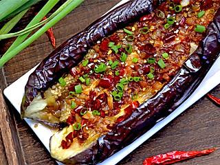 个性胜过姿色的茄子的新做法,不炒不炸,比红烧茄子还好吃,闻着直流口水