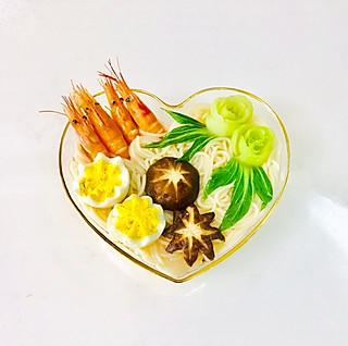 爱厨艺的小方的美味鲜虾面