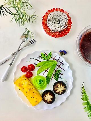 爱厨艺的小方的早安🌹日早餐:黑米杂粮粥、妈妈牌鸡蛋卷饼、藓香菇、青菜🌹、圣女果、软子石榴、火龙果