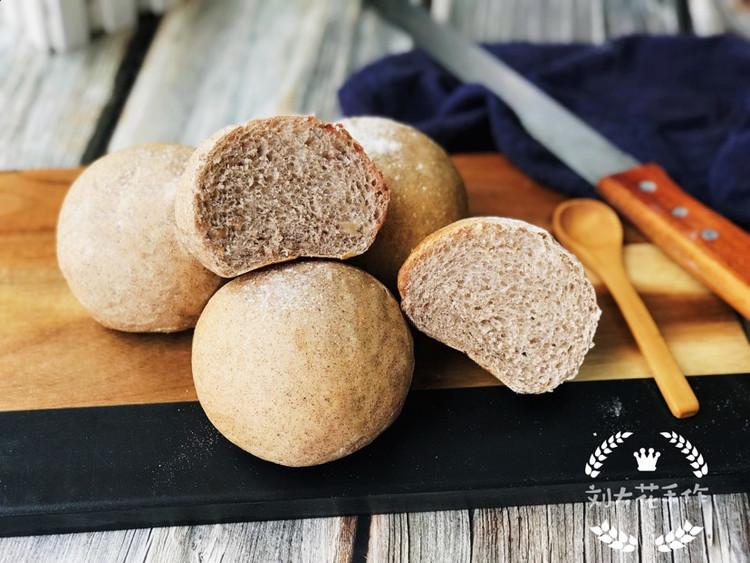 低油低糖的配方加上使用了褐麦粉代替高筋粉的确让这款面包健康不少图9