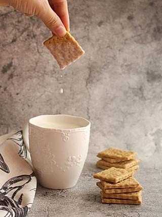 想飞的鱼(薇·甜品工作室)的橄榄油原味脆饼