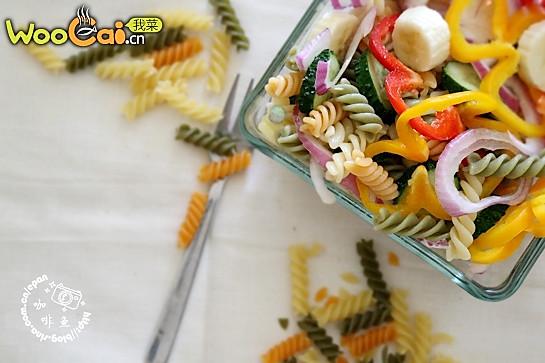 螺旋意面蔬菜沙拉-美丽厨娘的做法