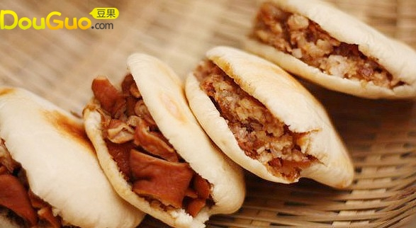 白吉馍夹腊汁肉,卤水大肠夹馍的做法