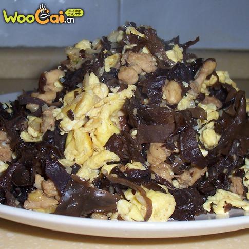 补血菜:木耳鸡蛋炒鸡丁的做法