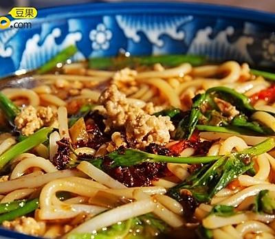 滇味传统小吃: 小锅米线