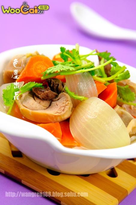 胡萝卜葱头鸡腿汤——春季健脾美食的做法