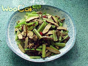 芹菜香干炒肉丝的做法