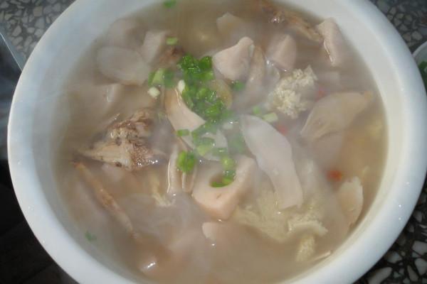 猪骨莲藕鲜菇汤的做法