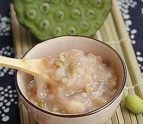 鲜莲子银耳绿豆粥-美丽厨娘的做法