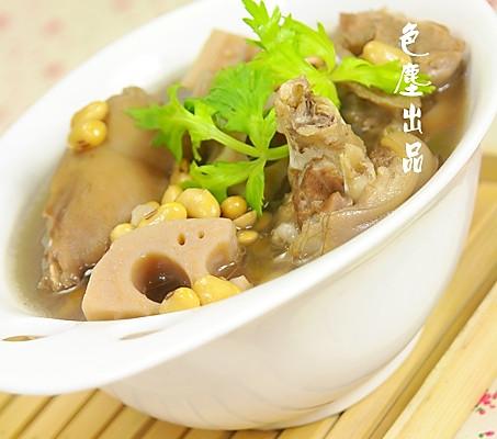 莲藕黄豆猪蹄汤的做法