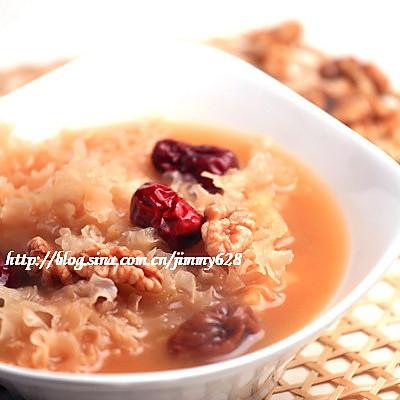 红枣银耳桃仁汤的做法