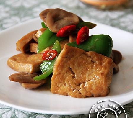 草菇烧豆腐的做法